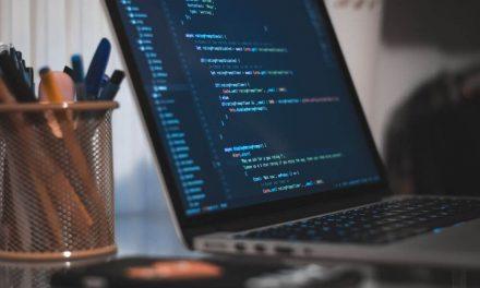 Desenvolvimento de software: terceirizar ou fazer internamente?